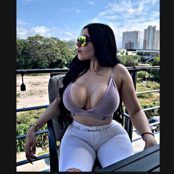 ¿Quién es la mujer que enseñó los senos en Serie del Caribe?