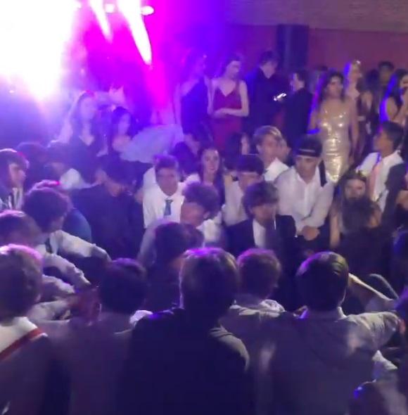 Mexicanos, discriminados por bailar Payaso de rodeo |VIDEO