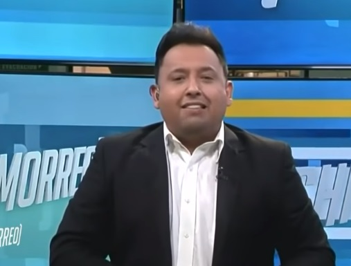 Lalo Mora se disculpa por tocar a fan