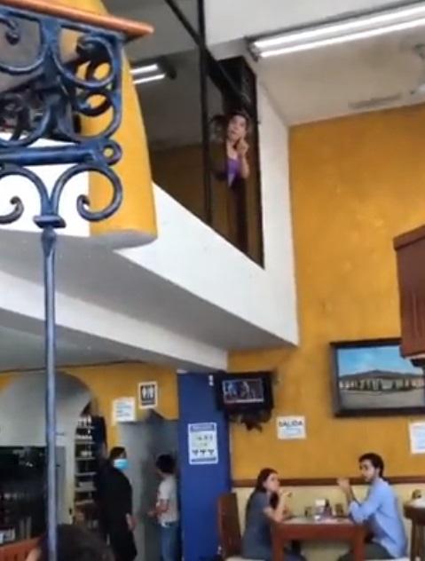 Restaurante niega entrada a ciego con perro guía en Veracruz